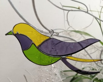 """""""Tropical"""" bird in stained glass, green yellow purple sun catcher, natural atmosphere, art nouveau style, Tiffany stained glass, country décor"""