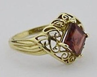 10k Yellow Gold Estate Filigree Garnet Ring Size 7.5