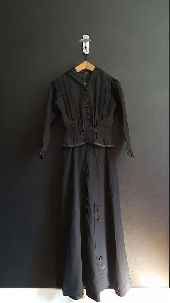 French Black Victorian ladies ensemble /  walking