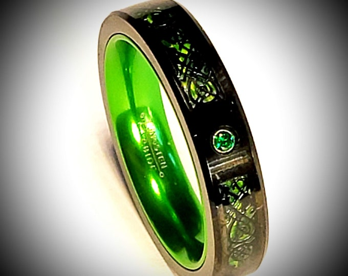 5mm Irish Green Carbon Fiber and Black Celtic Inlay over Black Tungsten Carbide and Green Inner Band & Green Cubic Zirconia (Fashion Ring)