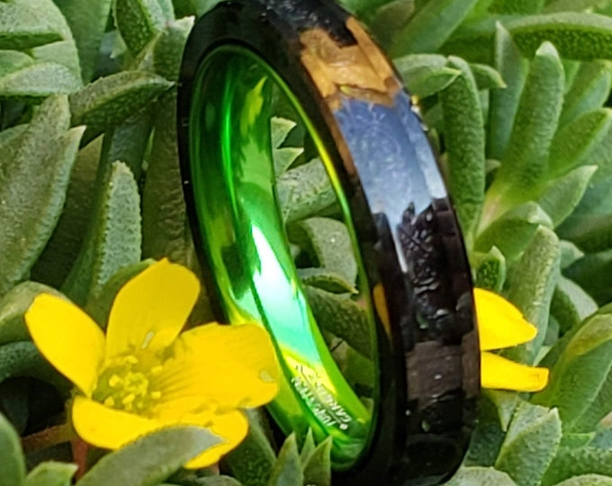 4mm Irish Green Carbon Fiber and Black Celtic Inlay over Black Tungsten Carbide and Green Inner Band (Wedding Ring, Engagement, Anniversary)