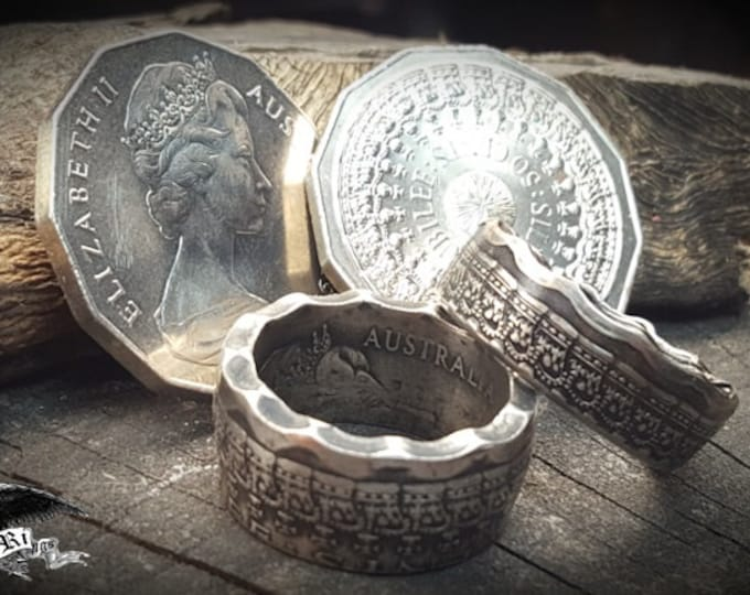 """1977 Australian Silver Jubilee Half Dollar """"Crown Scalloped COIN RING"""" ( 50 cent Coin Issued by the Royal Australian mint )"""