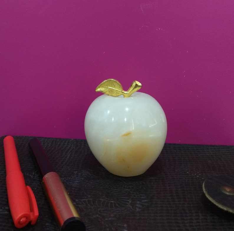 VINTAGE  HEAVY ONXY MARBLE DECORATIVE PAPERWEIGHT APPLE SHAPED ORNAMENT