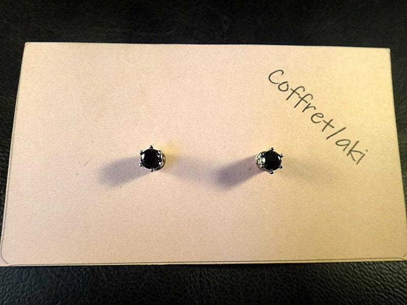 look like Pierce 6Prong Magnetic earring Black CZ Cubic Zirconia Round 4mm