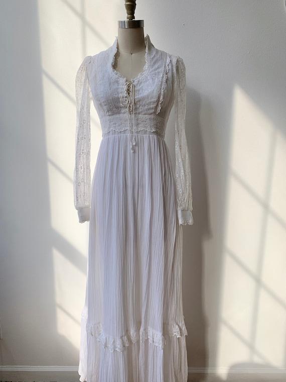 Vintage 70s Gunne Sax White Lace Corseted Bridal S