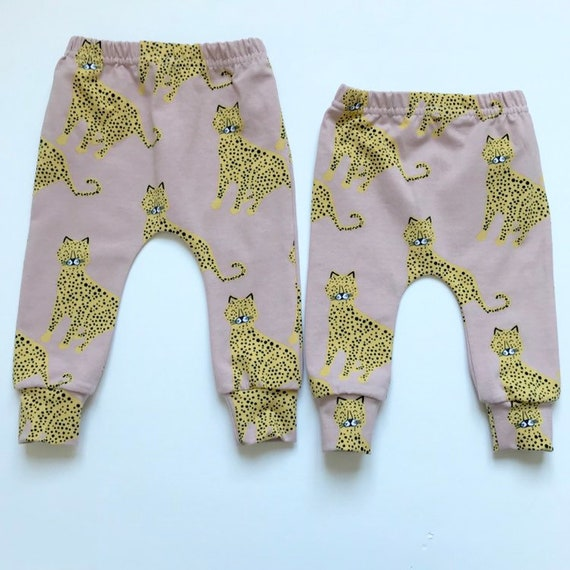 "Eddie & Bee organic cotton leggings in blush Rose ""Happy Leopards"" print."