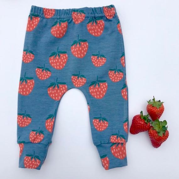 "Eddie & Bee organic cotton leggings in Grey ""Summer Strawberries"" print."