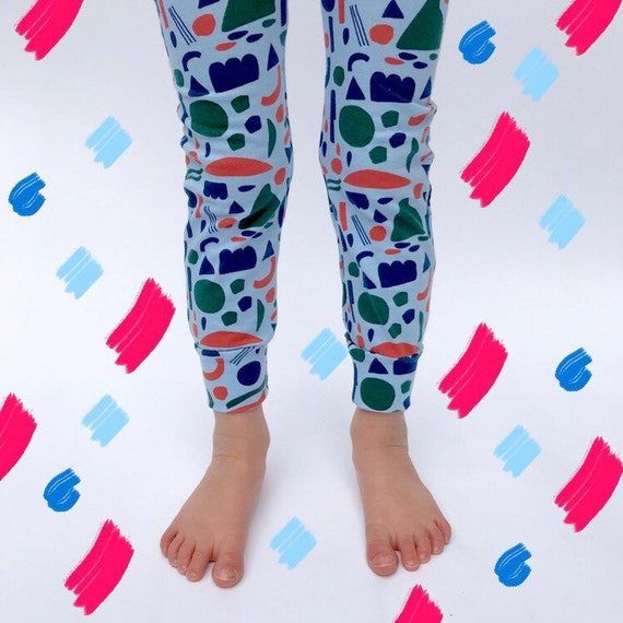"Eddie & Bee organic cotton leggings in blue ""Confetti shapes"" print."