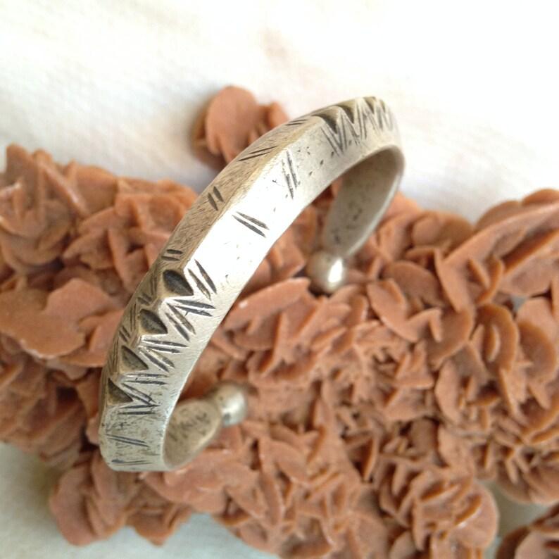 Mali,ethnic bracelet,vintage bracelet Ancien Touareg solid  Bracelet tsabit avec des boutons