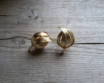 Unique Vintage Gold Domed Leaf Clip Earring-Vintage Gold Leaf Earring-Brushed Gold Dome Clip Earring-Fall Autumn Earrings-Free Shipping