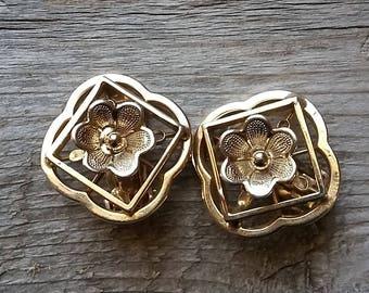 Unusual Large Raised Gold Flower Clip Earring-Vintage Gold Flower Statement Earring-Vintage Gold Statement Clip Earring-Free Shipping