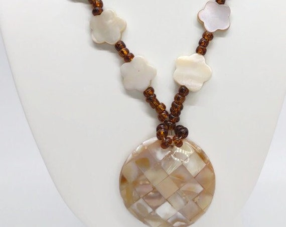 N-1500  Shell Bead Necklace with Pendant