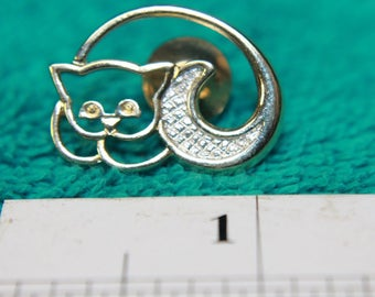 AVON CURLED up CAT lapel pin, Gold & Silver Vintage Pin !