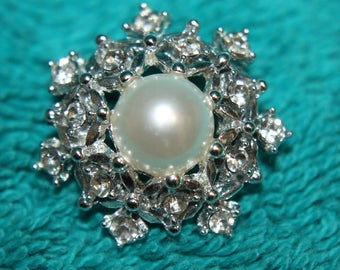 Vintage, Sarah Coventry, Snowflake Pearl Lapel Pin, Christmas, Winter, Cold Weather accessory !