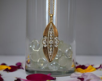 Gold Oval and Rhinestone Pendant Necklace