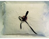 Noble Ring Pillow in whit...