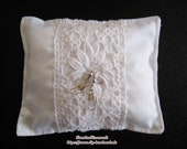 Wedding ring pillow with ...