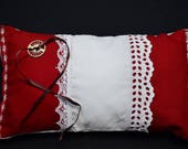 Red ring carrier pillow w...