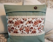 """green patchwork pillow case with romantic vintage rose pattern, cotton lace sewn on, concealed zipper, 40 x 40 cm, 15.7x15.7"""","""