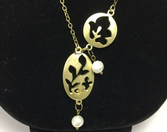 N534 - Lariat Gold-Finished Leaves & Pearls Necklace