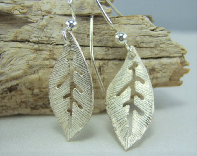 E268 - Leaf Earrings