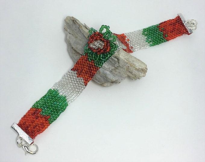 XMAS525 - Christmas Flower Peyote Bracelet