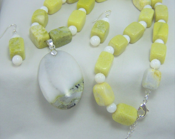 S234 - Jasper and Natural White Shell Bead Necklace and Earrings Set