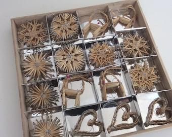 Traditional german Christmas tree decoration box of 34 straw stars figurines silver glitte handmader