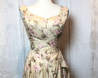 445. VINTAGE- Floral Dress