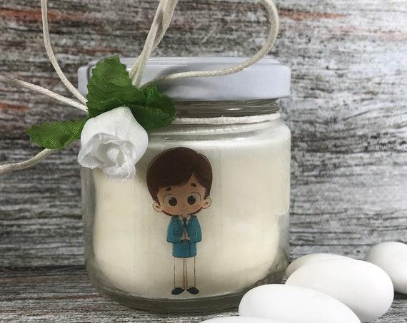 Bomboniera Prima Comunione Maschio - 25 vasetti confezionati (scritta sull'etichetta, sacchetto e confetti) con candele di cera di soia