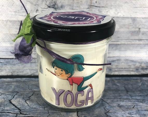 Candela personalizzata regalo per praticante o insegnante di yoga in cera di soia oli essenziali stoppino in legno maestro yoga meditazione