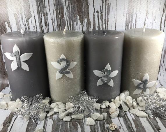Le quattro candele dell'Avvento candele artigianali con decorazioni in fogli di cera fatte a mano idea regalo o decorazione natalizia