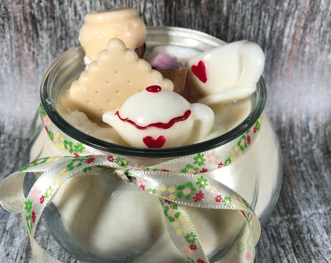"Candela ""Tea Time"" in cera di soia e oli essenziali al profumo di tè, gelsomino e miele"