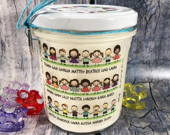 Candela regalo per la Maestra da parte della classe con i nomi degli alunni e della maestra in cera di soia oli essenziali stoppino in legno