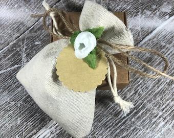 10 Bomboniere comunione matrimonio cresima battesimo con 6 cialdine in cera di soia olio essenziale in scatolina e tag personalizzato