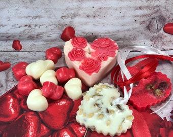 Kit regalo San Valentino: 1 candela, 2 profumatori, 10 tart per bruciaessenze in scatola regalo  in cera di soia profumo di rosa e gelsomino