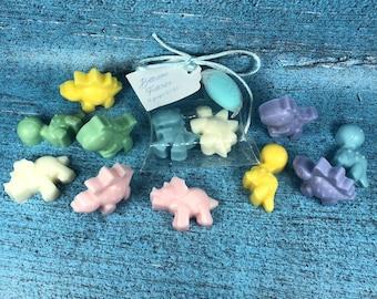 30 confezioni con 2 dinosauri in cera di soia confezione in scatolina con tag e confetto per segnaposto battesimo nascita comunione cresima