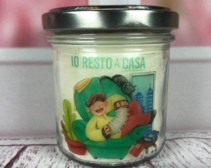 Candela Io resto a casa – I stay at home – Yo me quedo en casa  in cera di soia e oli essenziali con stoppino in legno idea regalo