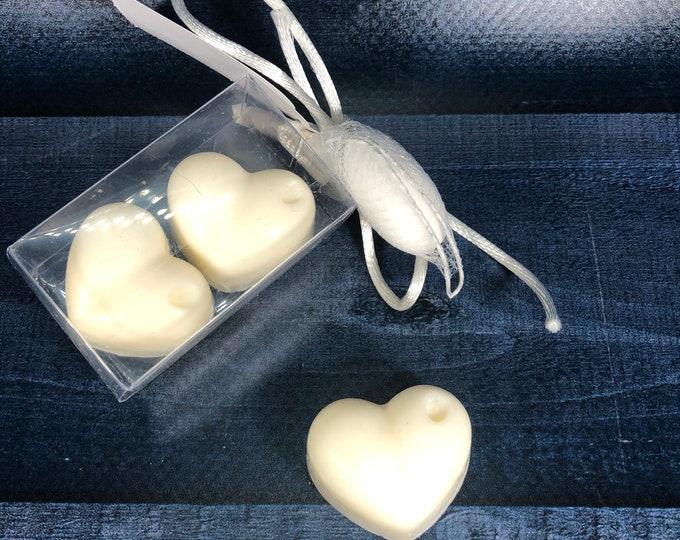 30 confezioni con 2 cuoricini in cera di soia confezionati con tag e confetto segnaposto bomboniera battesimo comunione cresima matrimonio