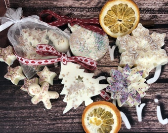 Kit regalo di Natale 1 candela stella o fiore 1 decorazione natalizia 4 tart profumate scatola regalo con bigliettino all'arancio e cannella
