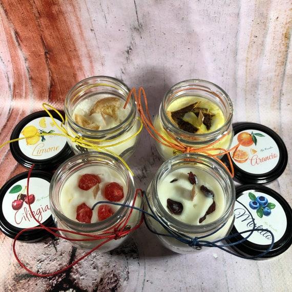4 candele in piccoli orci da 106 ml ai profumi di arancio, limone, ciliegia e mirtillo in cera di soia oli essenziali e frutta disidratata