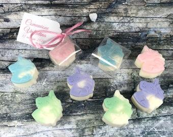 30 unicorni in cera di soia confezionati in scatolina con tag per segnaposto o bomboniera battesimo comunione cresima matrimonio