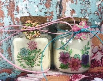 2 candele in cera di soia con motivi floreali profumatissime tappo di sughero boho chic shabby hippy coloratissimi idea regalo mamma nonna