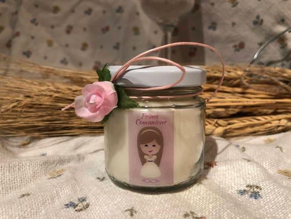 Bomboniera Prima Comunione Femmina - 25 vasetti confezionati (scritta sull'etichetta, sacchetto e confetti) con candele di cera di soia