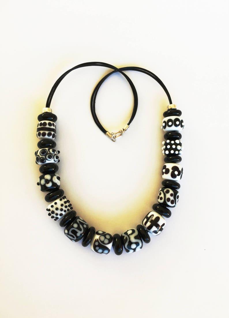 39f8a23eb99 Collier de perles en verre art. Collier verre de Murano noir
