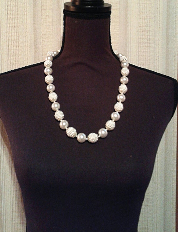 Vintage 1950s gold tone lucite beadsbeaded necklace.