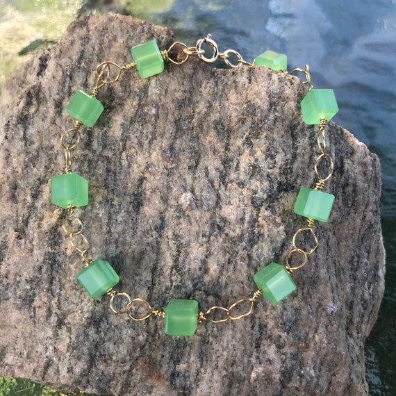Chrysoprase Crystal Cube Gold Tone Brass Wire Wrap Bracelet