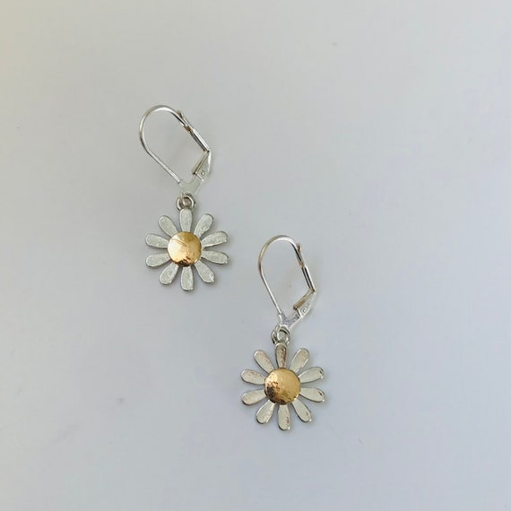 Darling Daisy Dangle Earrings