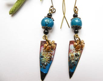 Enamelled earrings with acai seed beads Flowers on shreds