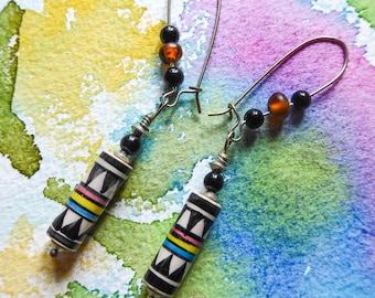 Graphic earrings with Indian pearls